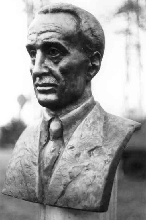 Papp Simon mellszobra a Magyar Olaj- és Gázipari Múzeumban.