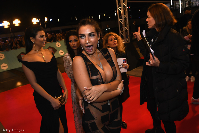 Elettra Lamborghini üdvözli önt az idei MTV Europe Music Awardson