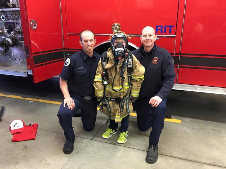 A tűzoltók meghívták magukhoz Mahlont.