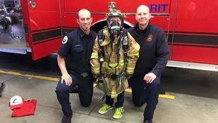 A tűzoltók egy kilencéves fiú szomorúságát is el tudják oltani