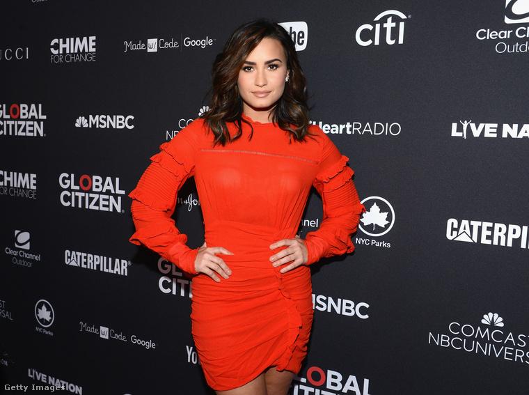 Demi Lovato - énekes