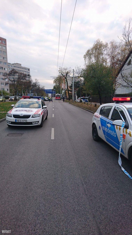 A rendőrök lezárták az érintett útszakaszt
