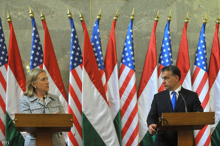 Hillary Clinton amerikai külügyminiszter és Orbán Viktor miniszterelnök megbeszélésüket követően sajtótájékoztatót tartanak az Országház Delegációs termében. (2011.)