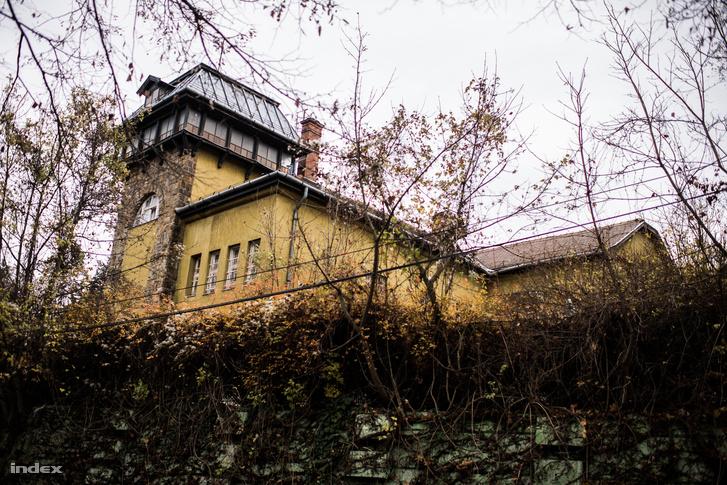 Pharaon-Delta Fejlesztési Kft. a XII. Kútvölgyi út 70-72. szám alatti ingatlanon szerzett tulajdonjogot - Orbán Viktor közvetlen szomszédságában.