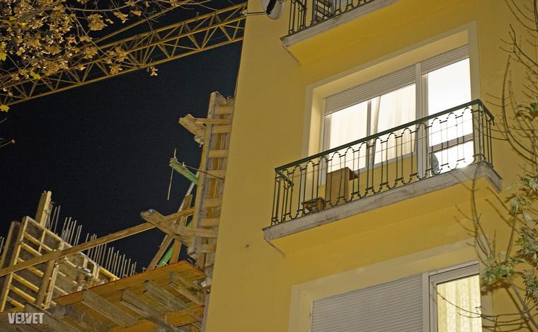 A baleset hétfő este történt, a második emeleten dőlt be a fal