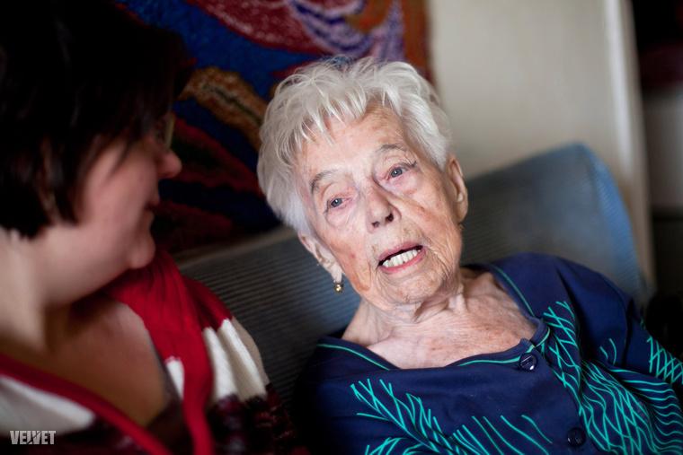 Etelka néni dunaújvárosi lakásában látott vendégül minket.