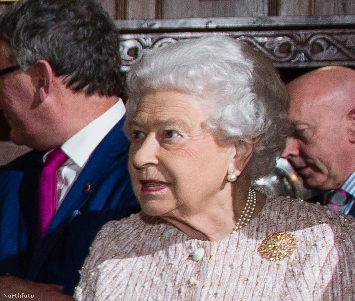 Erzsébet királynő nehezen tért magához.