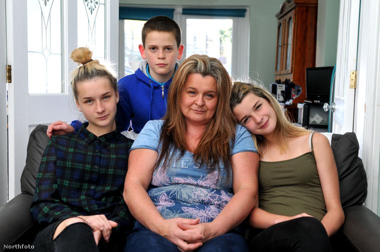 Andrea Flynn és családja.