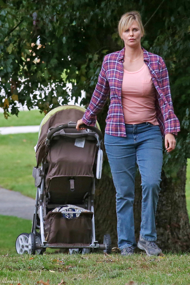 Charlize Theron azért szedett felhirtelen plusz 15 kilót, mert legújabb filmjében háromgyerekes anyát alakít,