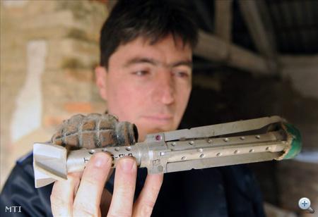 Nagy mennyiségű lőszert és hadianyagot találtak Győrben egy magánkézben lévő, egykori orosz laktanya feltárásánál, annak kéményében.