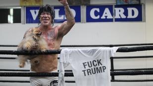 Mickey Rourke trumpgyalázó pólóban bokszolt