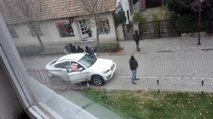 Fegyveres egyenruhások leptek el egy Siófoki utcát