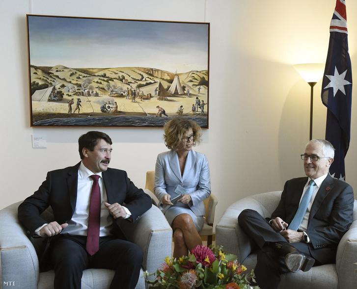 Malcolm Turnbull ausztrál miniszterelnök fogadja Áder János köztársasági elnököt Canberrában 2016. november 10-én.