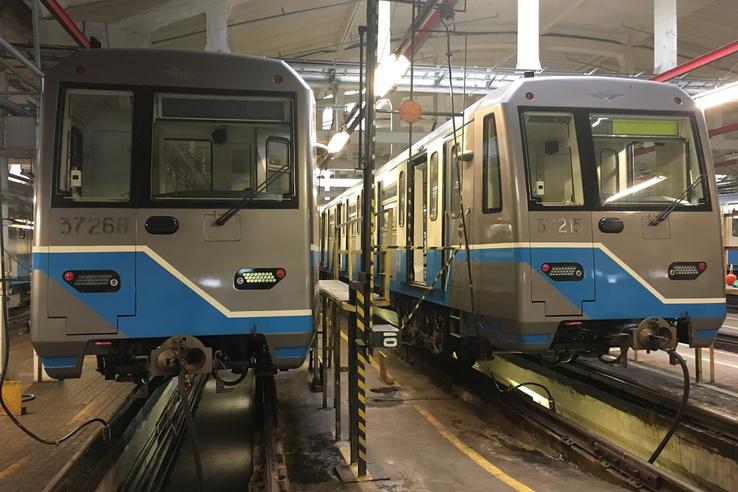 A Metrovagonmas egy éves járművei a vlagyikinói telephelyen