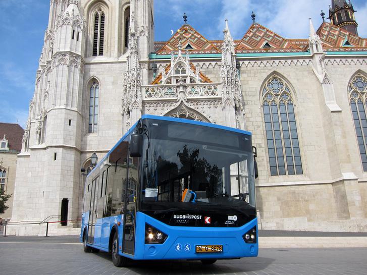 EU-s támogatásból cserélték le a Budai Vár midibusz flottáját, török Karsan típusú autóbuszokra