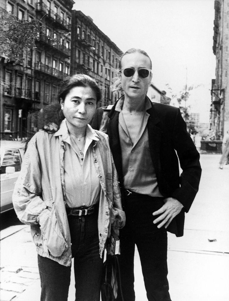 John Lennon visszaemlékezései szerint 1966 novemberében találkozott Yoko Onoval, méghozzá Londonban, a nő egyik kiállításán