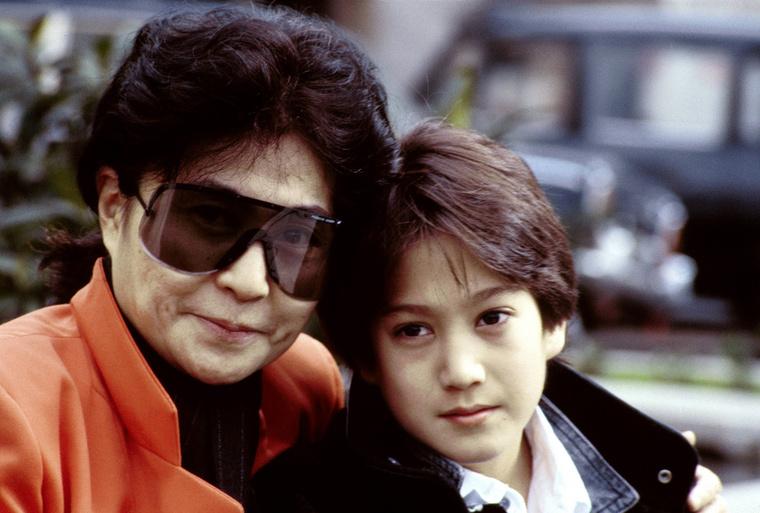 Yoko Ono nem sokkal később, 1975-ben világra hozta közös gyereküket, Seant