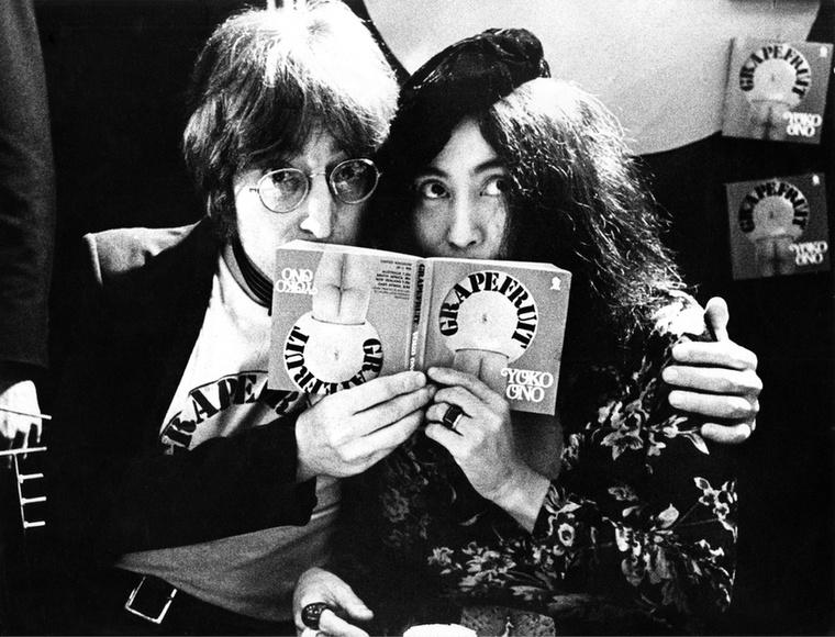 Lennon eszeveszett szerelmének bizonyítéka, hogy új feleségének nevét is felvette