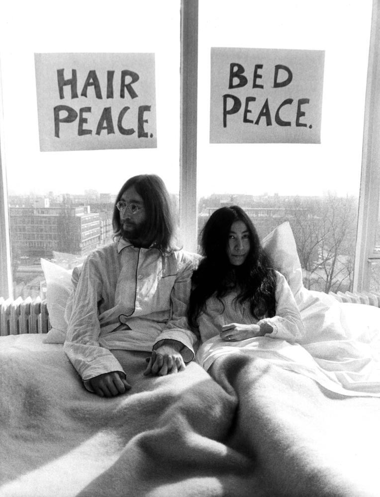 Mivel Lennon korábban elvesztette előző házasságából született fia, Juian felügyeleti jogát, úgy döntött, innentől kezdve a kisebbik gyerekre szenteli minden idejét