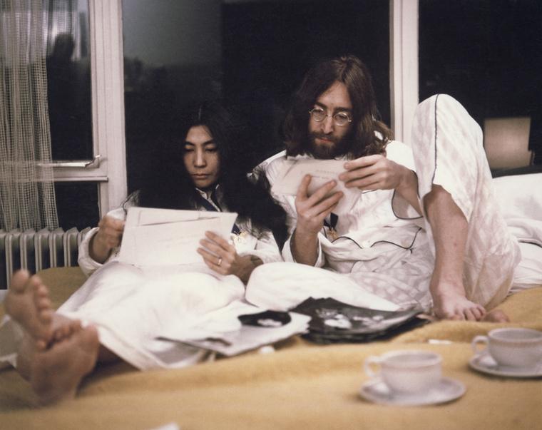 A megcsalásra 1968 májusában derült fény, amikor a feleség egy nyaralásból hazatérve a házukban találta a szeretőt, aki a fürdőköpenyében teázott