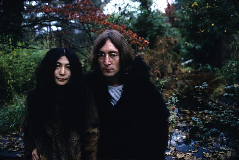 Közeli ismerőseik szerint kapcsolatukat a heves szexualitás és Yoko Ono manipulatív irányítási módszerei jellemezték
