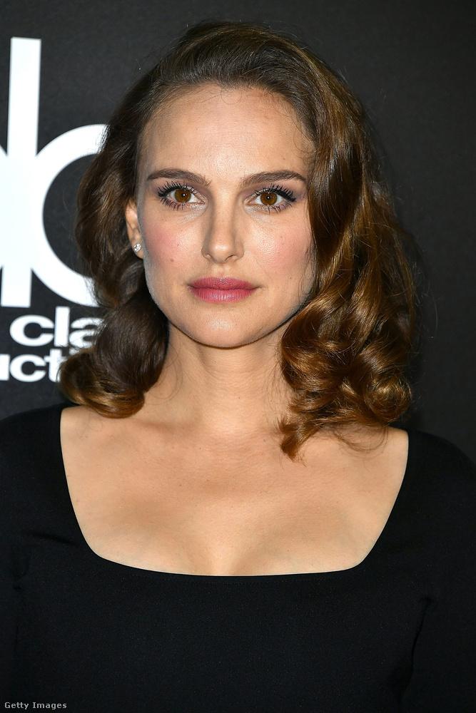 A színésznő még a Fekete hattyú című film forgatásán ismerte meg a férjét, az első gyerekük, Aleph 2011-ben született