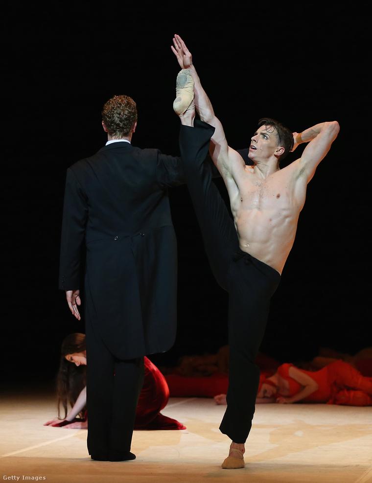 Nyizsinszkij 1900-tól, azaz 11 éves korától tanulta a balettet, pedig a testalkata nem számított ideálisnak: nem volt elég magas, viszont túl izmos volt.
