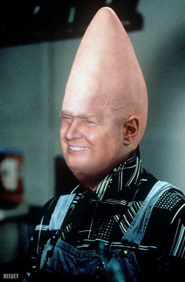 Az egyik legnehezebben kivitelezhető fej eredetileg Dan Aykroydhoz tartozott még a Csúcsfejek idején