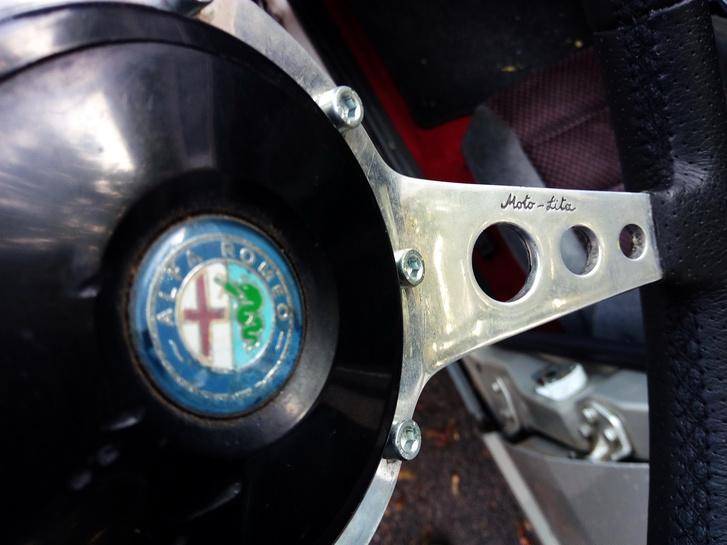 Szent név. Nem az Alfa Romeo!