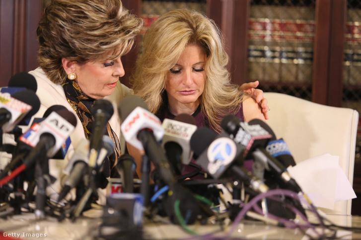 Gloria Allred ügyvéd és Summer Zervos egy Los Angelesben tartott sajtótájékoztatón, 2016. október 14-én
