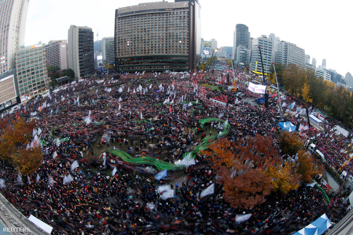Tüntetés Szöulban Pak Gun Hje államfő lemondatásáért, 2016. november 12-én.