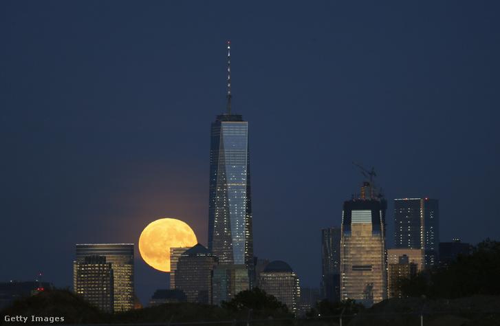 Manhattan lakosai ezt láthatták.