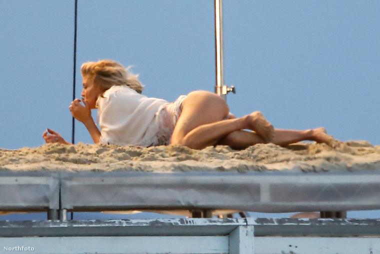 A fotósok kiszúrták, hogy Pascal Duvier vigyázott Fergie-re a forgatáson, írja a Just Jared