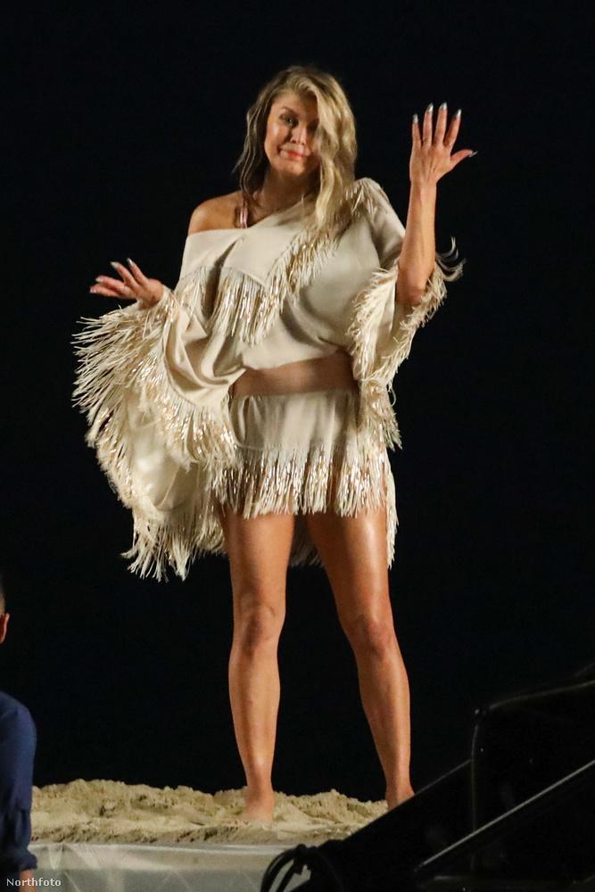 Fegie november 10-én mutatta be az új számát, a Life Goes On-t, Most meg Malibuban látták, amint furcsa pózokban veszi a kamera