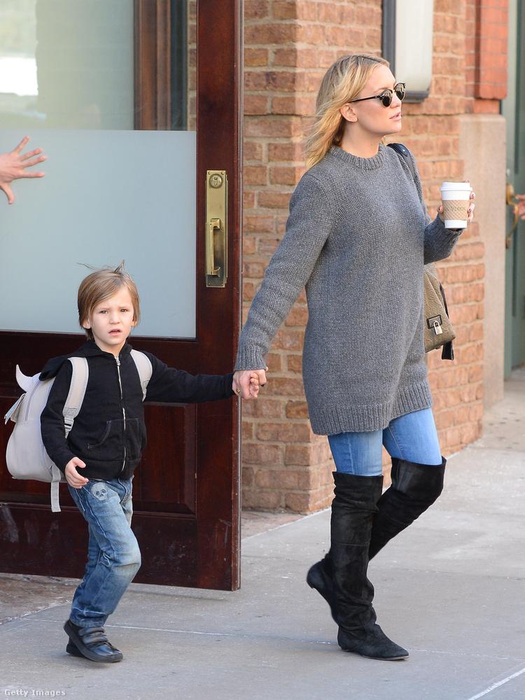 A színésznőnek két fia van, Ryder Robinson és Bingham Hawn Bellamy