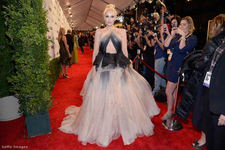 Gwen Stefani üdvözli önt az idei Glamour Women of the Year gálán, ahol az év nőit díjazták
