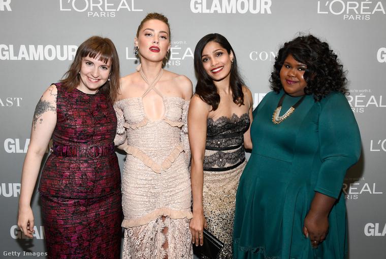Ahogy a képen látható nők sem, akik sokkal inkább tekinthetők hétköznapi, mint sztárkülsejű asszonyoknak.Oké, Amber Heard hozza a formáját, de azért jobb szélen ott van az Amerikai Horror Sztoriból és a Preciousből ismert Gabourey Sidibe, baloldalon meg a virágok között ugráló birka-tetkójú Lena Dunham színésznő is