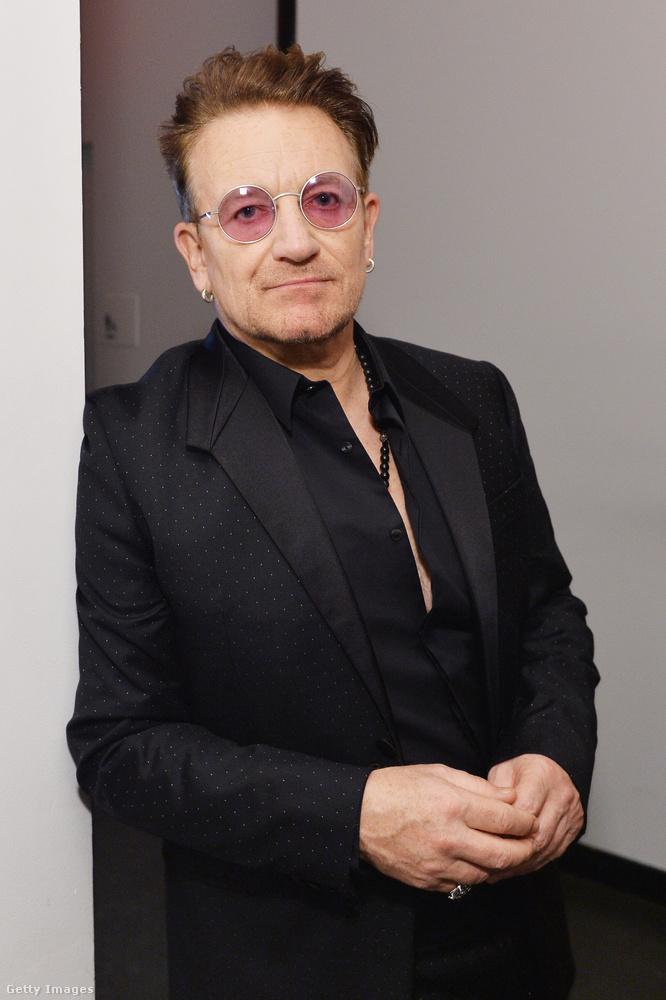 A gálán tiszteletét tette a lassan már csak a napszemüvegéről felismerhető Bono is