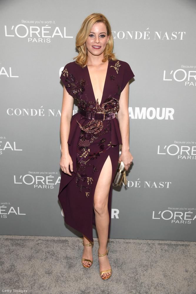 Na de nézzük tovább a Glamour Women of the Year legszexibb ruháit! Elizabeth Banks például ebből a lila csodából villantott dekoltázst és combot.
