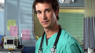 Carter doktor, vagyis Noah Wyle alig változott az elmúlt 20 évben