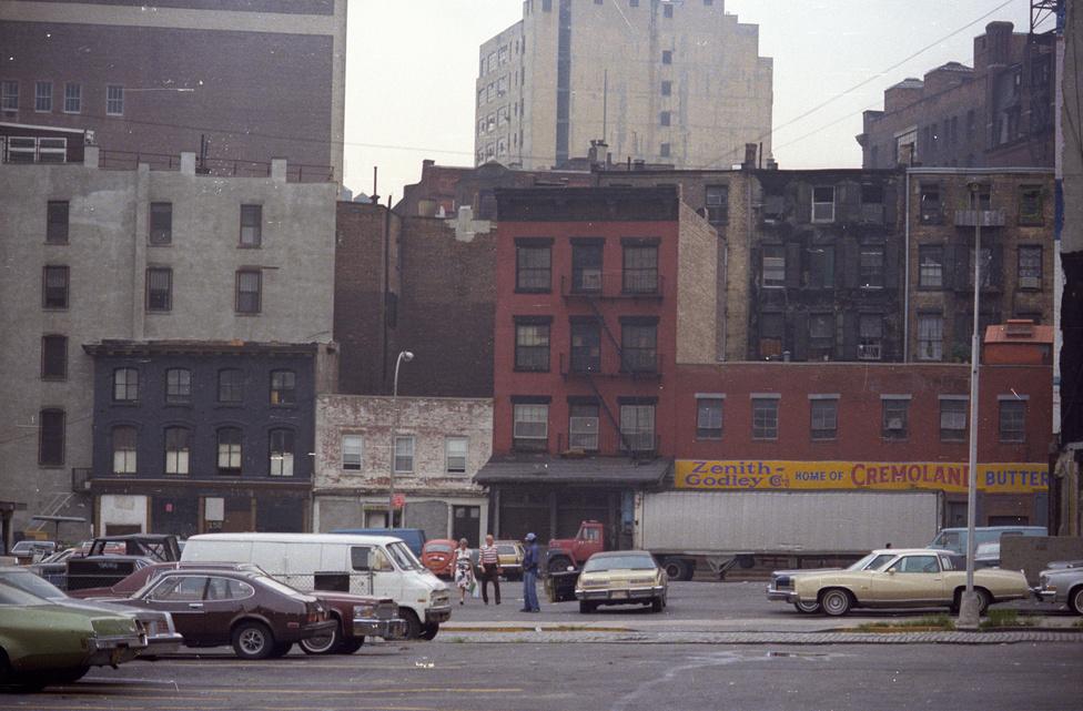 """""""New York kapott el legjobban. Azt éreztem, hogy az élet nem mellettem megy el, az élet nem máshol történik, hanem most, és itt. És akárhova mentem a városban, nem éreztem magam idegennek, a kapcsolatteremtés valahogy magától értetődött. Az is meglepett, hogy egyazon utca két vége két külön világot képviselt."""""""