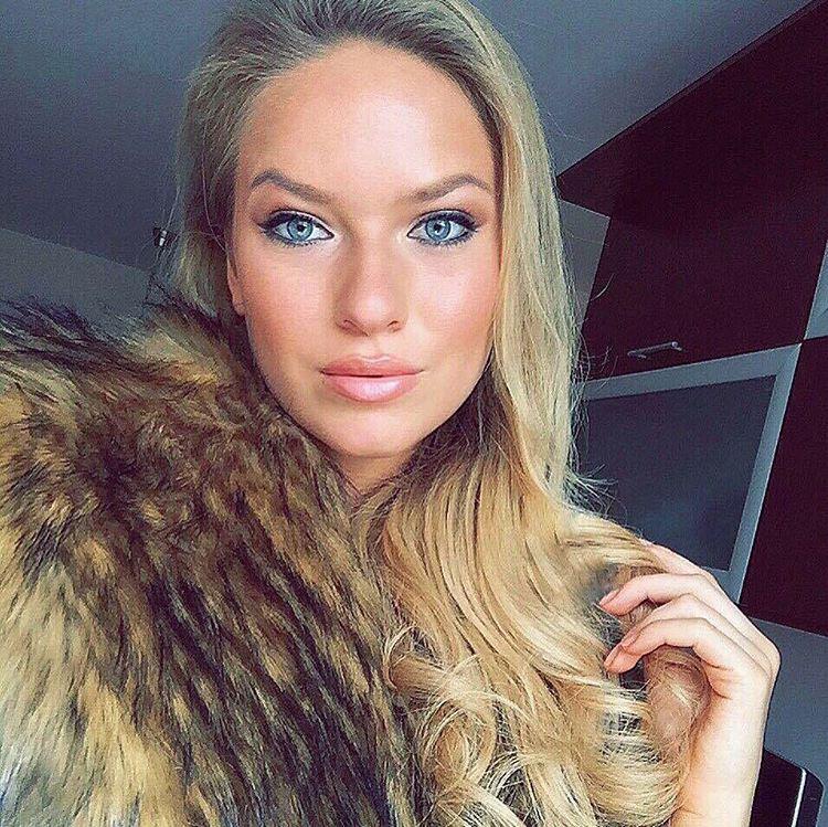 Oczella Krisztina pedig a Budapesti Gazdasági Főiskolátcsinálja.Oczella egybként idén már Sarka Kat szépségversenyén is ott volt.