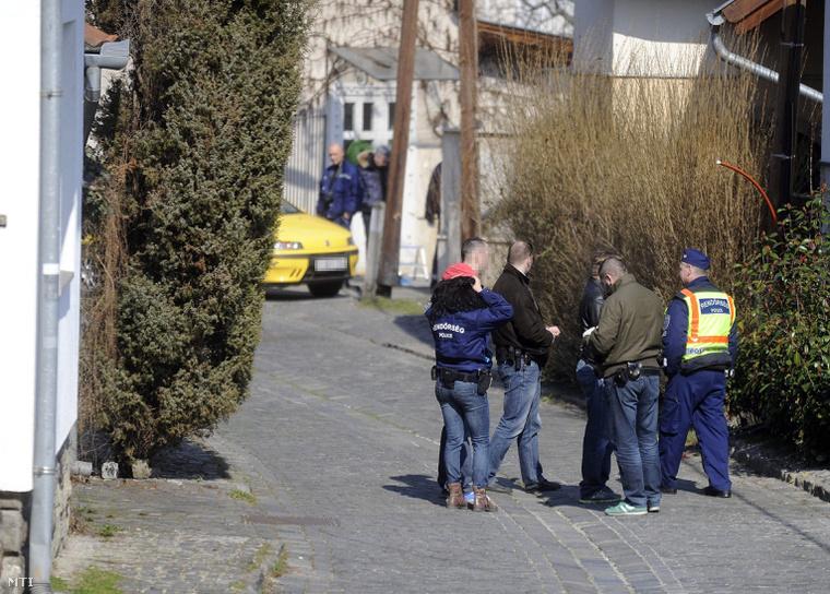 A 41 éves nő holttestére fia talált rá hajnalban a szentendrei lakásban.