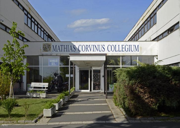 A Mathias Corvinus Collegium (MCC) bejárata a főváros I. kerületében a  Somlói út 6fd05915c9a