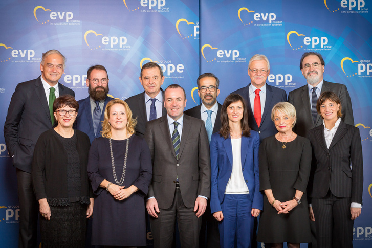 Az Európai Néppárt frakciójának frissen megválasztott elnöksége.