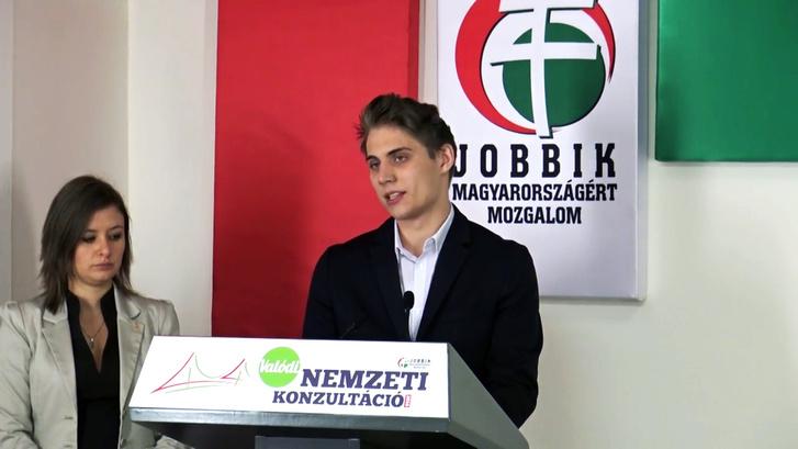 Dúró Dóra és Brandánovics Bendegúz a Jobbik sajtótájékoztatóján.