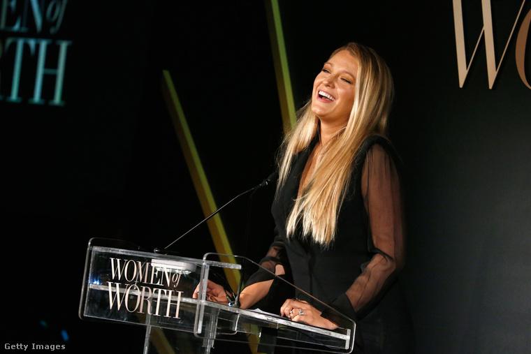 Szóval egyértelmű, hogy Blake Lively a világ legszerencsésebb nője, férje, Ryan Reynolds pedig a világ legszerencsésebb pasija, és ezért mindkettőjükre csúnyán lehet irigykedni.