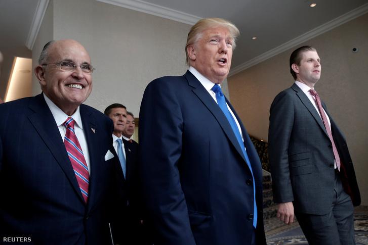 Giuliani (b) és Trump egyeztetett