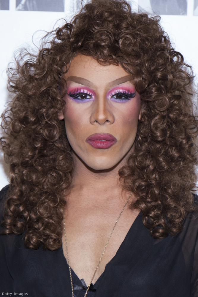 Mocha Lite egy transzvesztita New Yorkból.