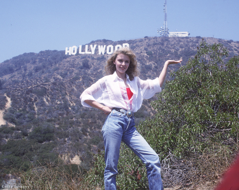 Kylie Minogue 1988-ban a Loco-motion időszakát élte, és megfelelt a divat akkori elvárásainak